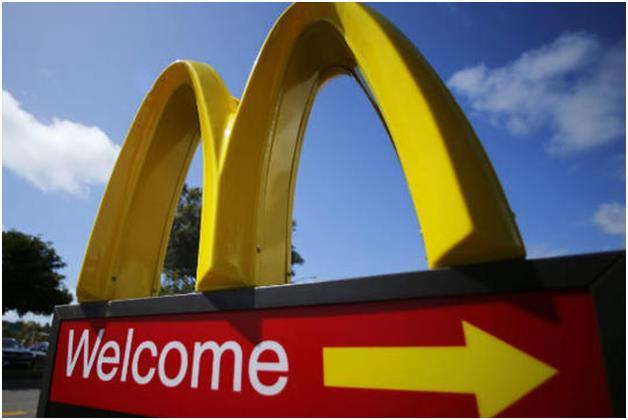 """هذا بالإضافة إلى مطاعم """"ماكدونالدز"""" التي تتضنها حملة المقاطعة،  لشراكتها مع """"صندوق النقد اليهودي""""، والذي ينظم زيارات متكررة إل"""