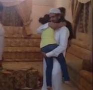 ردة فعل طفلة سعودية تلتقي والدها لأول مرة عقب نجاته من القصاص