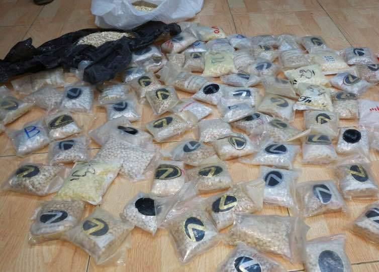 بالصور.. شرطة المخدرات الأردنية تحبط خطة تهريب 140 ألف حبة مخدرة إلى السعوديه