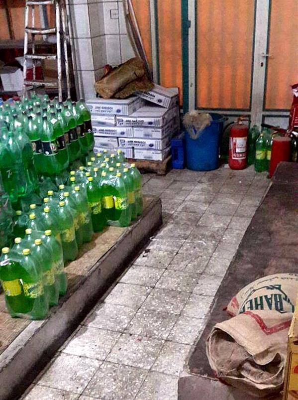 بالصور.. إغلاق مطعم بحائل بعد العثور على ديدان داخل أكياس الأرز