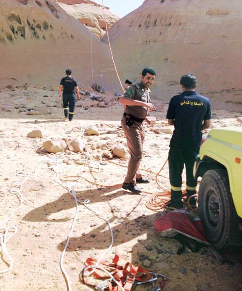 إنقاذ مواطن علق 10 ساعات بأحد الجبال غرب الشملي