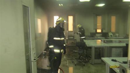 تجربة معملية بجامعة القصيم تنتهي بحريق وإصابة أحد العاملين (صور)