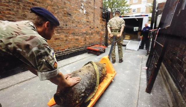 بالصور .. قنبلة تثير الذعر في لندن قبل السوبر السعودي