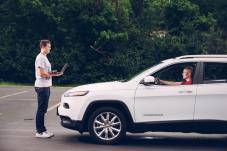 فيديو: هاكرز يخترقون سيارة جيب شيروكي ويتحكمون فيها على الطريق