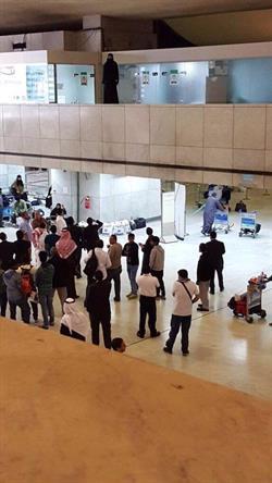 إنقاذ فتاة هددت برمي نفسها من الطابق الأول في مطار جدة