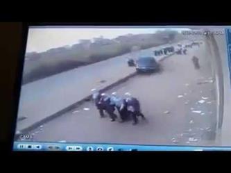 مصر: قائد سيارة مسرعة يفقد السيطرة ويصدم مجموعة من الطالبات