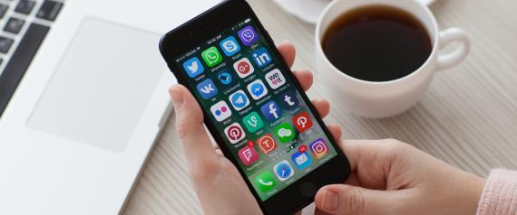 معظمها بأقل من دولار واحد.. أكثر 10 تطبيقات يشتريها أصحاب آيفون من app store