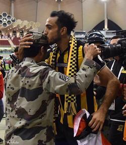 كهربا  : هذه قصة القبلة على جبين العسكري