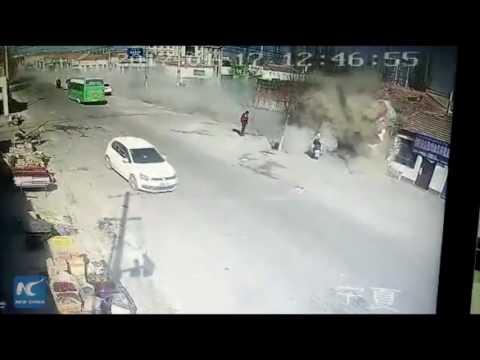 شاحنة مسرعة تهدم 3 منازل وتقتل 5 أشخاص في الصين