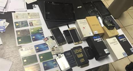 القبض على 3 وافدين امتهنوا سرقة بطاقات الصراف بجدة