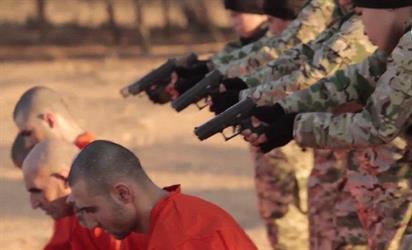 إصدار جديد لتنظيم داعش يظهر  أطفالا ينفذون  الإعدام في 5 أسرى بالرصاص - فيديو