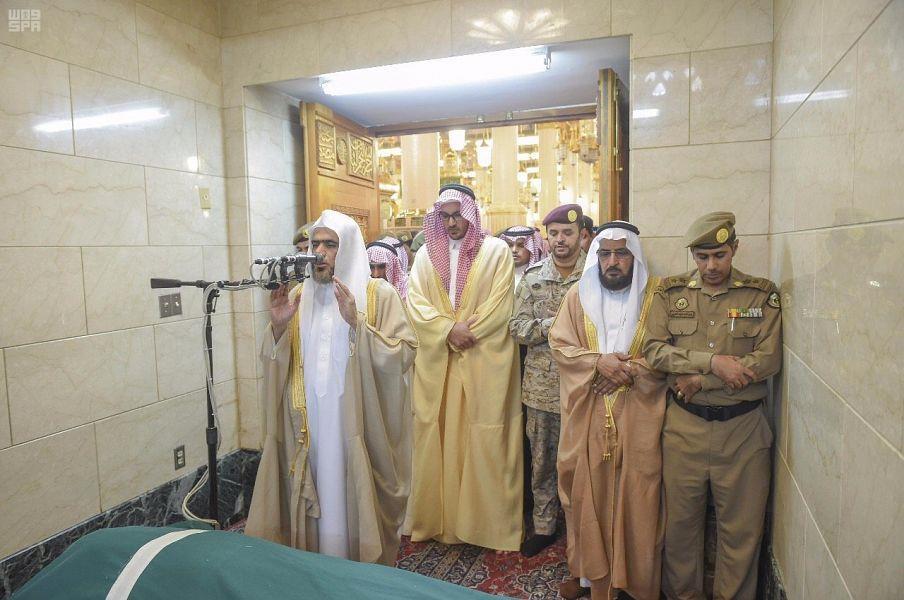 نائب أمير منطقة المدينة المنورة يؤدي صلاة الميت على الشهيد الرشيدي