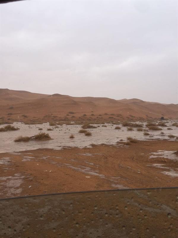 بالفيديو والصور.. هطول أمطار على الرياض والقصيم ...