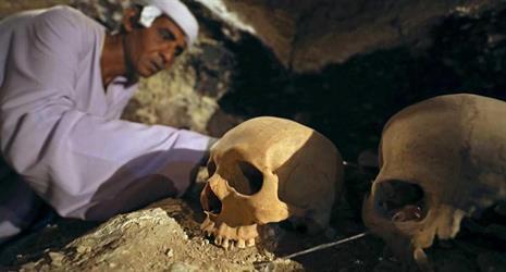 شاهد.. مصر تعلن عن اكتشاف مقبرة فرعونية لصائغ مجوهرات ملكي في الأقصر