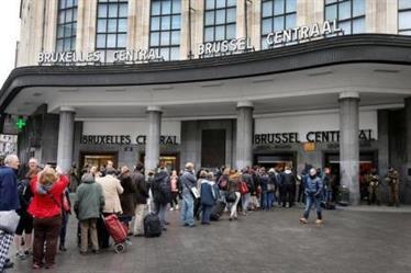 الشرطة: القوات البلجيكية تطلق النار على شخص عند محطة بروكسل الرئيسية بعد انفجار