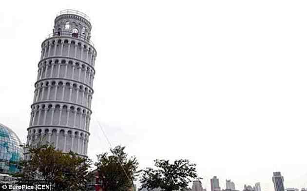 """بنت الصين نسخة مقلدة شبيهة ببرج """"بيزا"""" الإيطالي المائل في الحي المالي، وتمت الاستعانة بأسلاك ليشبه البرج الأصلي."""