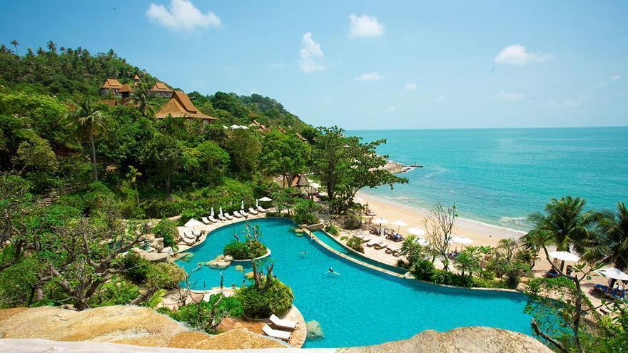 """8- """"Santhiya Koh Phangan Resort & Spa""""، تايلاند:  احتل المركز الثامن في القائمة حيث يضم حماماً للسباحة شديد الاتساع في الهواء"""