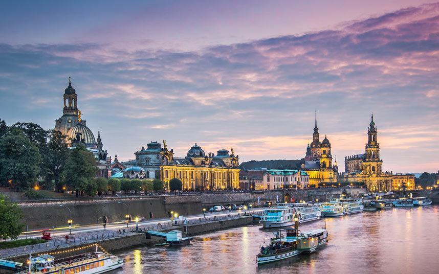 وقامت المانيا بالاستسلام بعد ثلاثة أشهر من ذلك التاريخ، وما زالت المدينة تنفق مليارات الدولارات لإعادة ترميم مبانيها ومنشآتها.