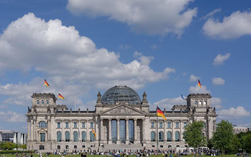 """وشهدت المدينة فترة عصيبة حتى سقوط """"حائط برلين"""" وإعلان إعادة توحيد ألمانيا، وتعد """"برلين"""" حاليا أحد المراكز الاقتصادية والسياسية"""