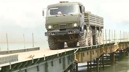 """روسيا تشيد جسراً """"عسكرياً"""" فوق نهر الفرات في سوريا"""