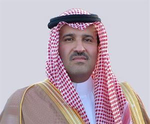 أمير منطقة المدينة المنورة يطلع على عرض من معالي وزير العمل والتنمية حول برنامج التوطين