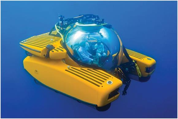 """كما ويمكن لعشاق الغواصات الخاصة، شراء غواصة """"تريتون"""" Triton Submersible ، تستوعب 3 أشخاص بنحو 9.3 مليون درهم."""