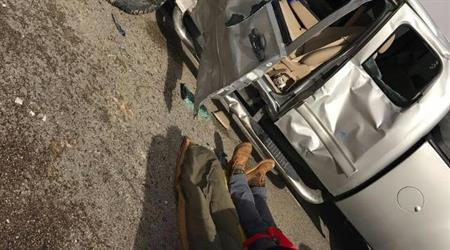 """شاهد.. سائق """"تريلا"""" متهور يعكس السير على طريق سريع بالرياض ويصطدم بسيارة"""