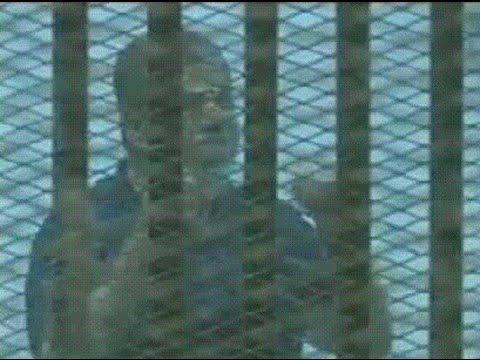 مشادة كلامية بين مرسي والقاضي فى أول ظهور له بعد الحكم عليه بالإعدام