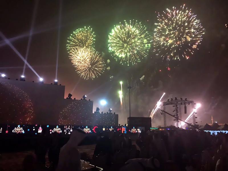 بالصور.. سماء الرياض تكتسي بالألعاب النارية في أول أيام عيد الفطر