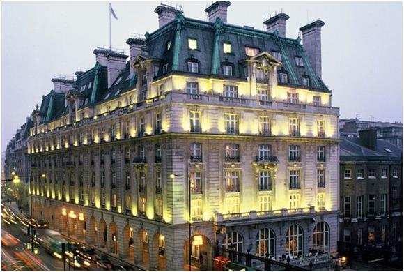 """ويجذب فندق """"ريتز"""" (Ritz) في لندن عددًا هائلًا من الأثرياء، بواقع  2600 زائر سنويًا."""