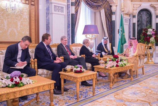 خادم الحرمين يستقبل مادلين أولبرايت وزير الخارجية الأمريكية السابقة