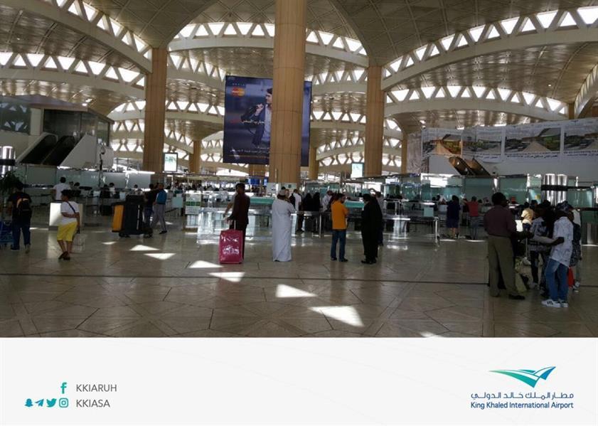 """بالصور.. """"مطار الرياض"""" يعلن انتهاء الازدحام في الصالتين ٢ و٣"""