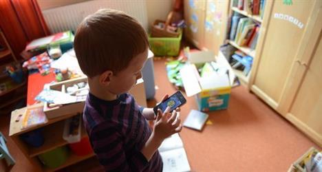 دراسة تحذر من تأثير الهواتف الذكية على صحة الأطفال