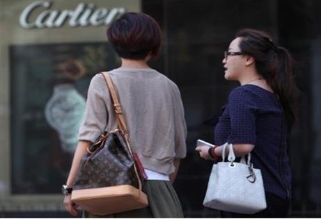 ويتوقع أن تصبح الصين أكبر سوق للبضائع الفاخرة على مستوى العالم، إذ ينتظر أن يزيد معدل إنفاق الصينين  محلياً  بما يعادل 3 أضعاف