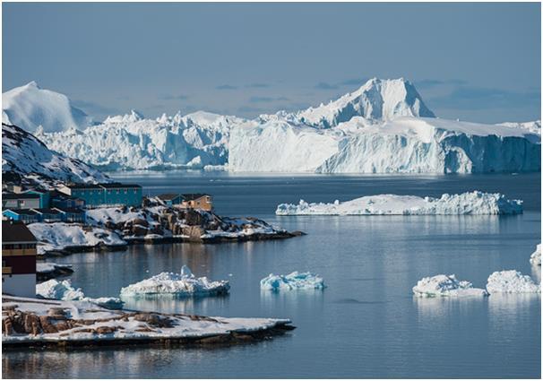 """أدى ارتفاع درجات الحرارة إلى زيادة أعداد السياح بالفعل في منطقة """"إيلوليسات أيسفورد"""" في غرينلاند""""، والتي تكون مُتجمدة خلال فصل"""