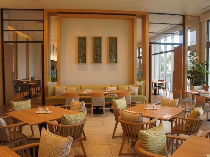 """9- """"Hotel Orion Motobu Resort & Spa""""، اليابان:  فندق حديث تم افتتاحه العام الماضي في جزيرة أوكيناوا، يقع بالقرب من حديقة """"Ocea"""