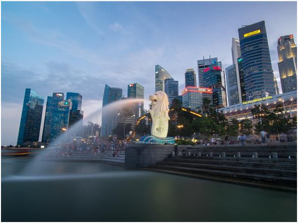 """وفي المركز الخامس تأتي المدينة الدولة """"سنغافورة""""، والتي تحوي 63 جزيرة، وهي جنة بالنسبة لكلاً من المتسوقين وعشاق الطعام، يوجد ب"""