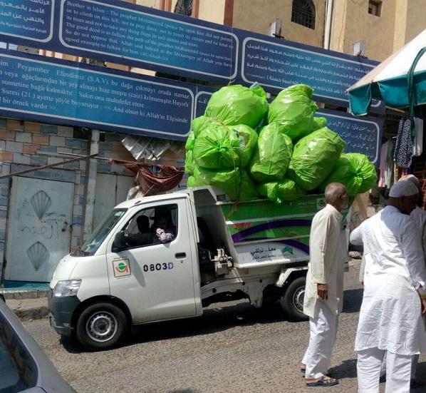 بالصور.. إغلاق (7) محلات تجارية مخالفة بالمعابدة بمكة المكرمة