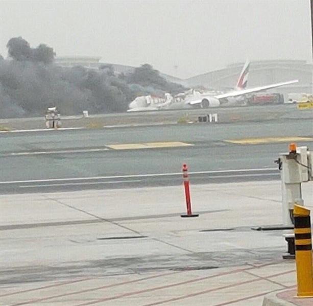 حريق في طائرة يغلق مطار دبي مؤقتا