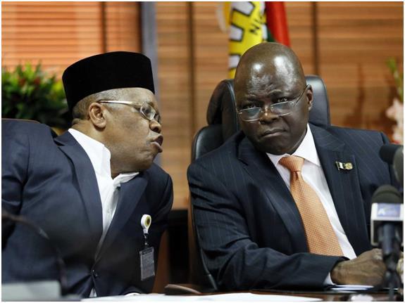 كان المركز العاشر من نصيب نيجيريا باحتياطي نفطي مؤكد 37.14 مليار برميل، وقد ظل النفط المصدر الرئيسي للإيرادات الحكومية في نيجي