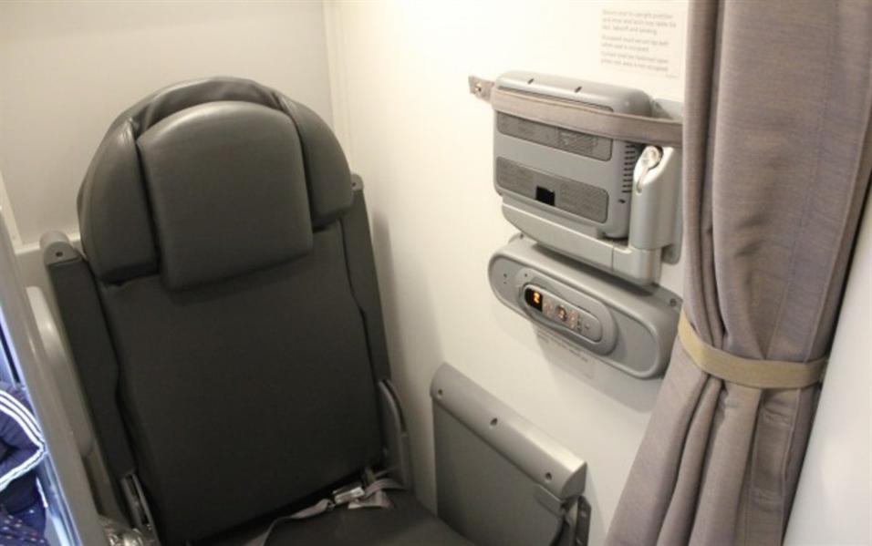 """على رحلات طائرات بوينج 787""""، ربما لا يكون هناك متسع لاستلقاء الطيارين للاستراحة."""
