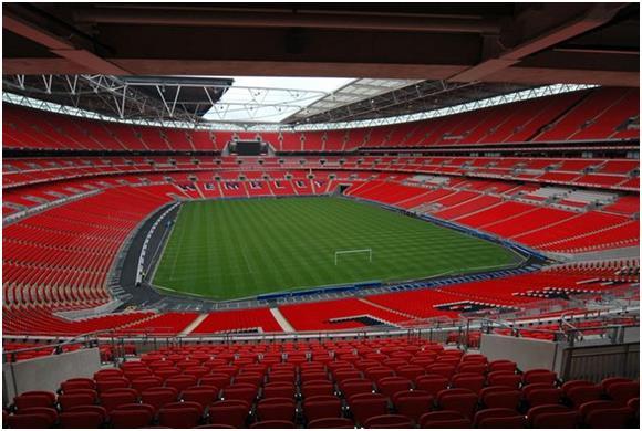 افُتتح الاستاد الوطني الجديد في انجلترا عام 2007 في نفس موقع إستاد ويمبلي الوطني الذي هُدم عام 2003، ويتميز تصميمه بسقف قابل ل
