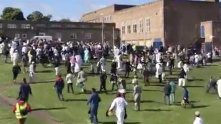 سيارة تدهس تجمعاً لمسلمين يحتفلون بعيد الفطر في نيوكاسل ببريطانيا (فيديو)