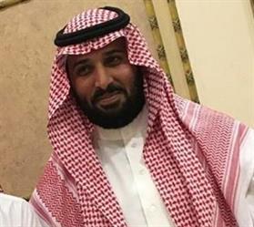 بالفيديو والصور.. شبيه محمد بن سلمان يجتذب الأنظار.. ومواطنون يلتقطون الصور التذكارية معه