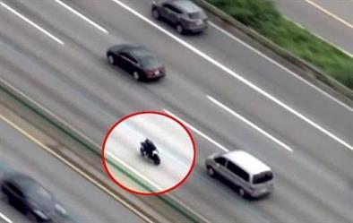 بالفيديو.. الشرطة الكورية تطارد وتوقف سعوديًا قاد دراجته النارية بسرعة وتهور