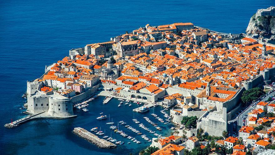 "2- ""Calenga Apartments""، كرواتيا:  يوجد في مدينة دوبروفنيك الكرواتية على مسافة قريبة من المطاعم الأكثر شعبية، بالإضافة إلى عدد"