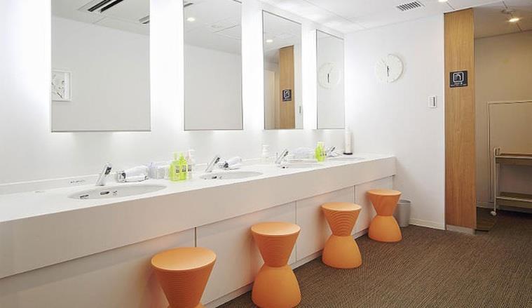 ويمكن للنزلاء استخدام المرافق المشتركة مثل الحمامات ودورات المياه وأحواض الاستحمام اليابانية التقليدية.