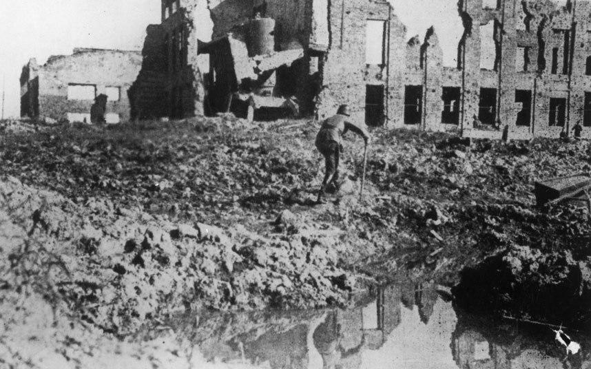 """7-ستالينجراد ــ روسيا:  تعد معركة """"ستالينجراد"""" معركة فاصلة في تاريخ الحرب العالمية الثانية حيث انتصرت المدينة السوفيتية على قو"""