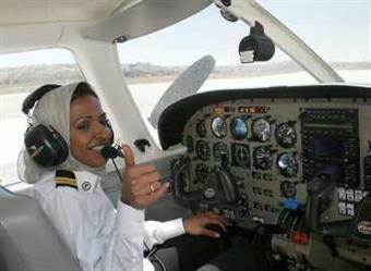 كابتن طيار هنادي: أتمنى العمل في الخطوط السعودية.. ومن الأفضل للمرأة ألا تقود السيارة