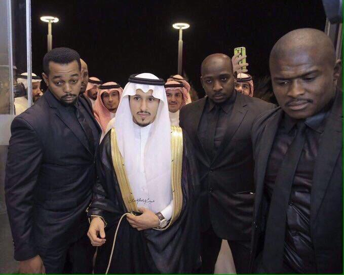 """"""" بودي جارد"""" لاعب النصر في حفل زفافه يثير استغراب الجماهير (صور)"""